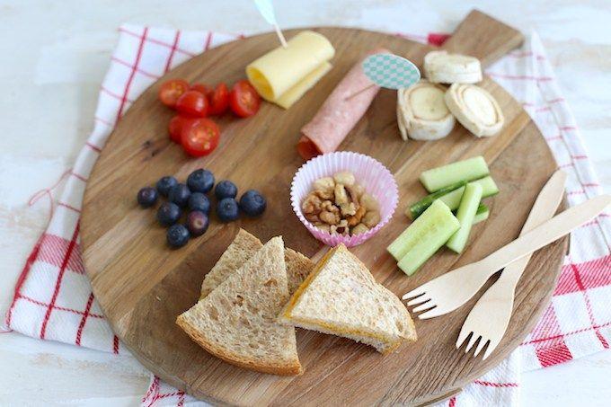 Weet je niet wat je je kleintje vandaag als lunch moet geven? Geef je kindje eens zelf de keus met een monkey platter. Bekijk hier hoe wij het maakten.