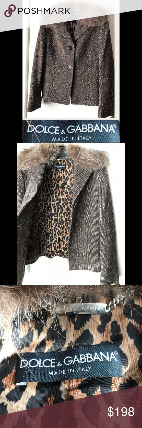 DOLCE & GABANA Jacket Brown Size M Fur Collar Awesome DOLCE & GABANA brown tweed jacket in a European size 42 or US medium. Features genuine fur collar with leopard print lining. Cool and classic! Dolce & Gabbana Jackets & Coats Blazers