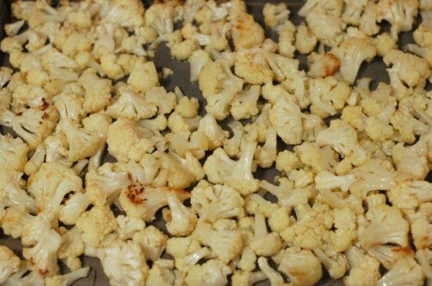 Ingredientes para estas saludables Palomitas de Coliflor:  1 cabeza de coliflor cortada en pedazos pequeños 3 cucharadas de aceite oliva vir...