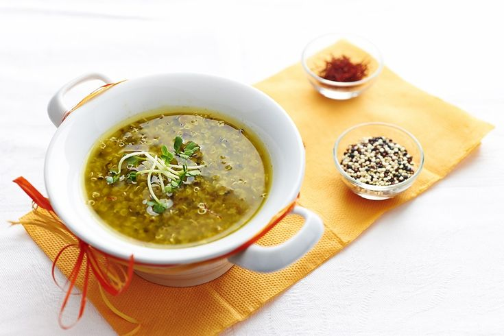 La ricetta che vi proponiamoè buona anche servito fredda, quindi non perdete l'occasione di preparare laminestra di quinoaanche in primavera ed estate.