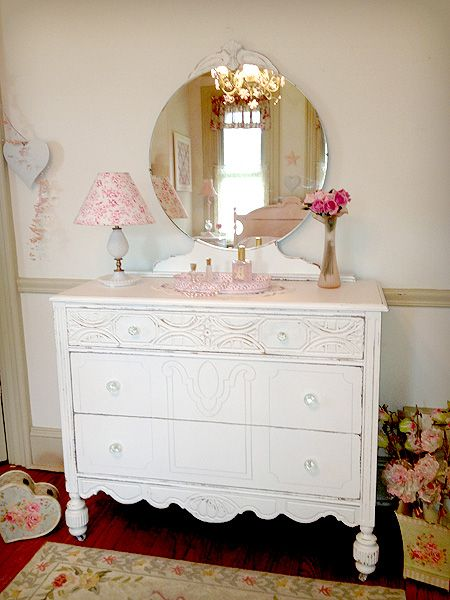 51 best images about antique dressers w mirrors on pinterest for Antique vanity with round mirror