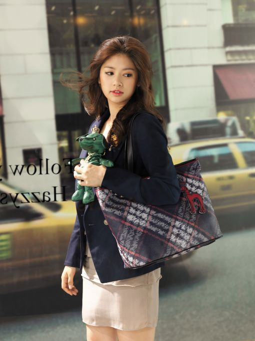 Jung So-min for Hazzys bags.