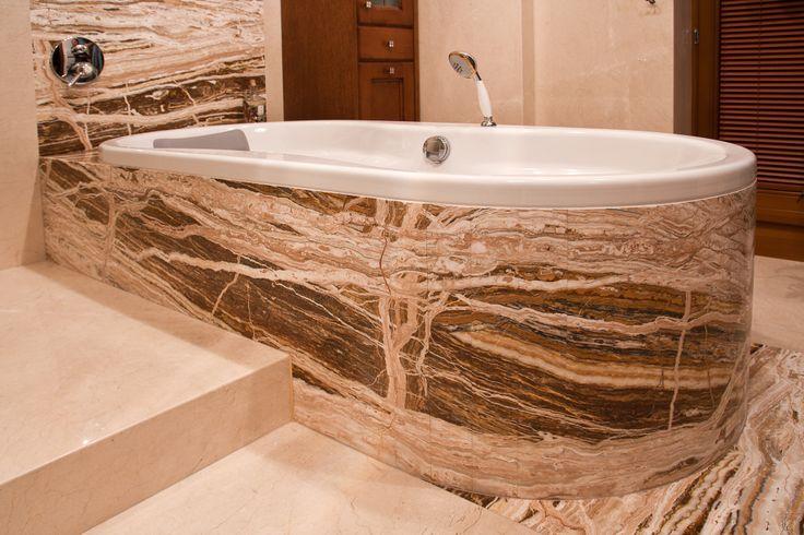 podłoga wykonana z marmuru CREAMA MARFIL