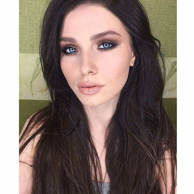 Light #smokyeye на обучение @antonia.s__  на глазах тени #charlottetilbury  Пучки@rmlashes  Тон #yslbeautyrussia Консилер bb #esteelauderrussia  А губы мммм давно искала такую помаду аля #бриджитбардо.  Карандаш #beccarussia biscotti Помада @modelrocklashesru nude и блеск #esteelauderrussia pure color envy 250