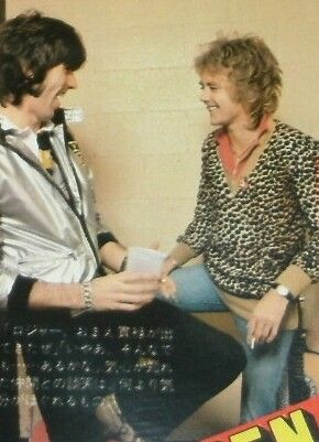 That guy's really cracking up...I can only imagine what Roger said to him. Or it could just be his shirt.