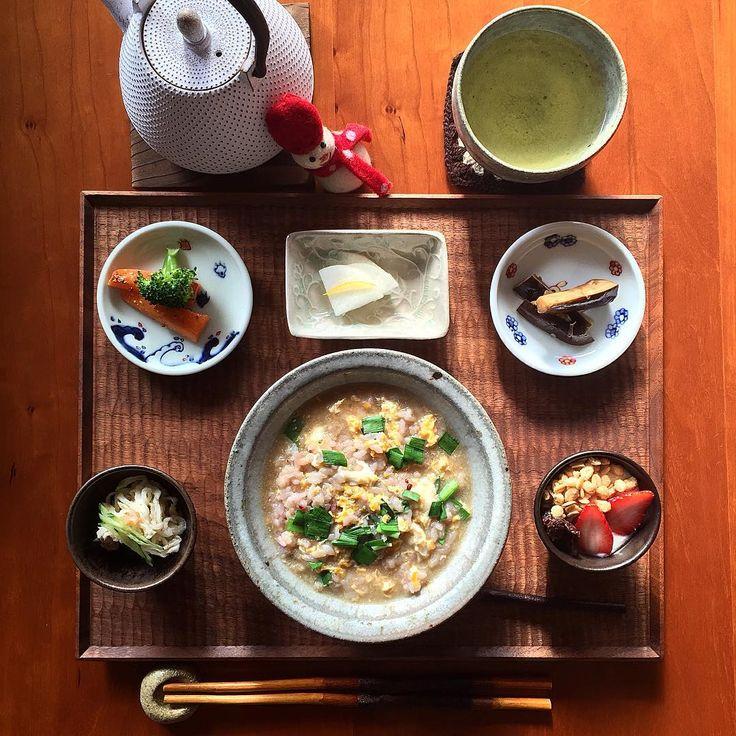 「おはようございます 今日の#朝ごはん です Today's breakfast ・ *ニラ玉雑炊 *焼きにんじんマリネ *ブロッコリー *柚子大根 *梅ときゅうりの#切り干し大根サラダ(1512579) *茄子の香味ダレ *ヨーグルト *緑茶 ・ 最近、朝はパンよりもご飯の方が身体が喜んでいる気がする。…」
