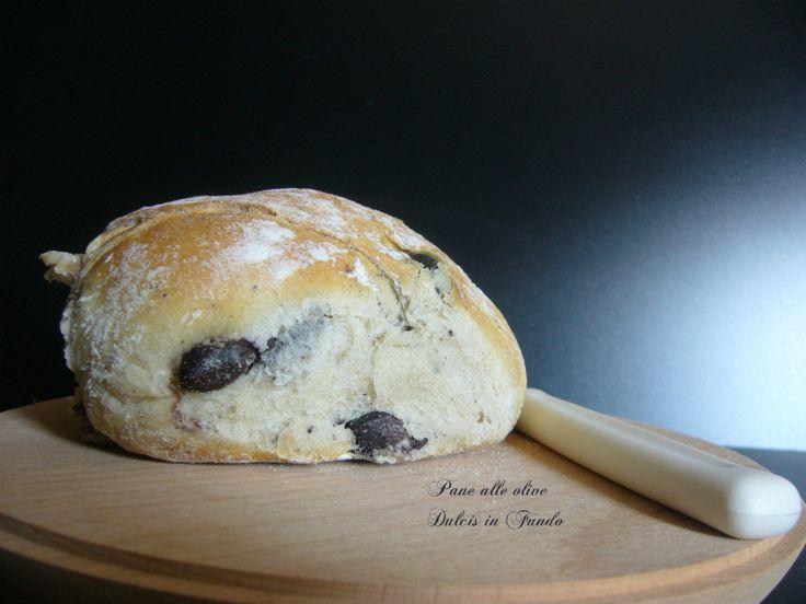 Pane alle olive Il pane sulle nostre tavole on manca mai, dalla colazione alla cena passando dagli spuntini arrivando al pranzo, è sempre li, ma aimè a vol