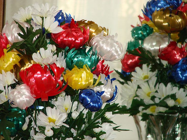 How to curl ribbons to make flowers