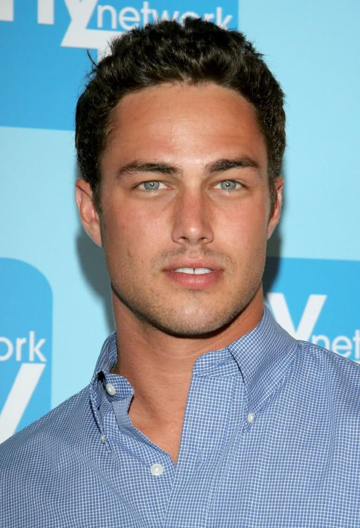 """Taylor Kinney is an American actor and model who played Mason Lockwood on The Vampire Diaries. He's best known for his roles on TV series Trauma and Fashion House. Taylor Kinney was born on July 15, 1981 in Lancaster, Pennsylvania. Before appearing in television and films, Taylor Kinney began his career in the theatre where his credits include """"Fallout"""" and """"A Streetcar Named Desire."""""""