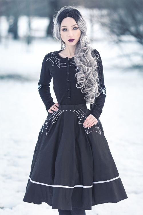 model, photo: Absentia clothes & bag: The Gothic Shop wig: Donalove Hair