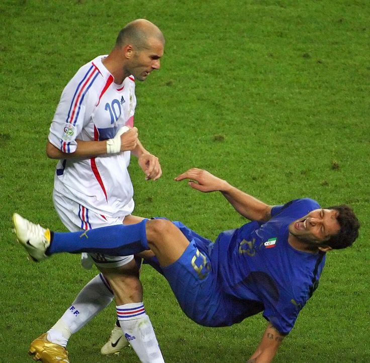 Uderzenie głową Zinedine Zidane w Marco Materazzi na Mistrzostwach Świata w Niemczech 2006.