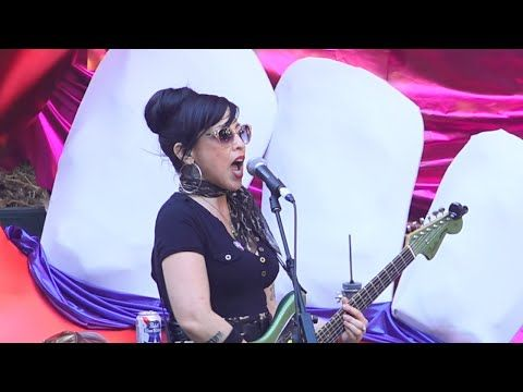 The Trashwomen Live full set Burger Boogaloo 2016 with John Waters and Traci Lords - YouTube