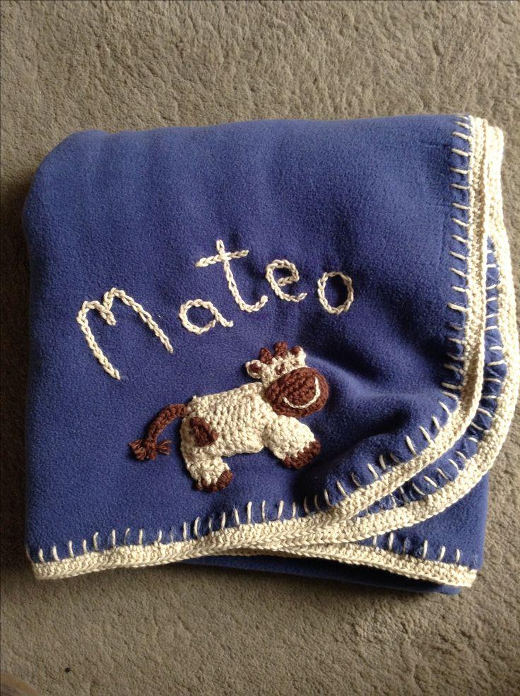 Manta con borde y detalles a Crochet para Mateo