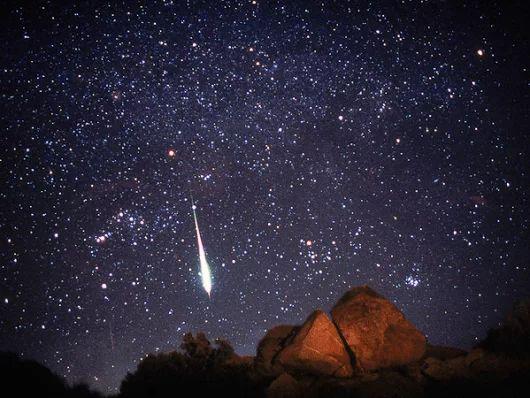 FÉNIX DIRECTO - Google+ Las #Leónidas se verán esta semana mejor que otros años por la posición de Marte y la Luna. Caerán hasta 200 meteoros por hora ► http://www.nationalgeographic.es/noticias/ciencia/espacio/111115-leonids-meteor-showers-shooting-stars-space-science