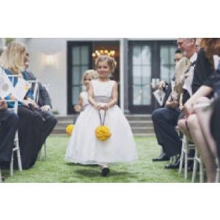 Robe bouquetière! blanc avec ceinture grise et fleurs jaunes!!!! :)