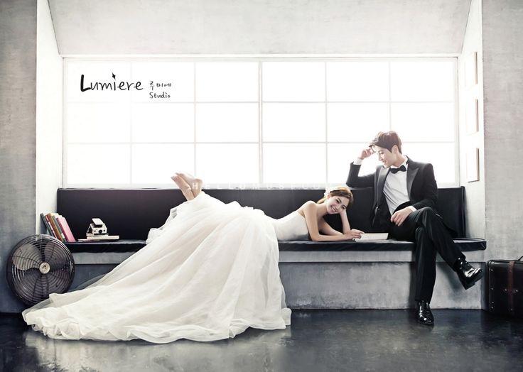 natural wedding photography using natural light in Korea pre wedding studio