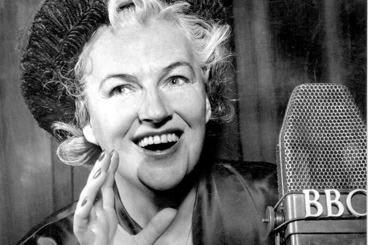 """Gracie Fields in Miss Marple:(1956)""""A Murder Is Announced"""", episodio della serie Goodyear Television Playhouse(Un delitto avrà luogo)"""