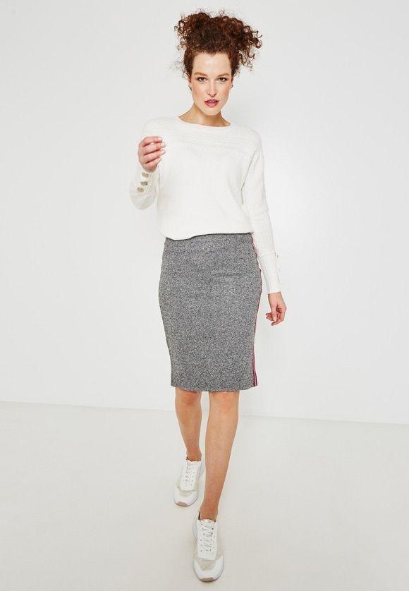 Copiez cette tenue sport chic avec une jupe !  sportswear  chic  sporty   1c16457f681