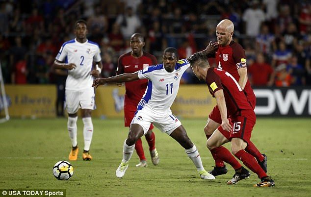 Armando Cooper tries to hold off the attention of Michael Bradley andJorge Villafana