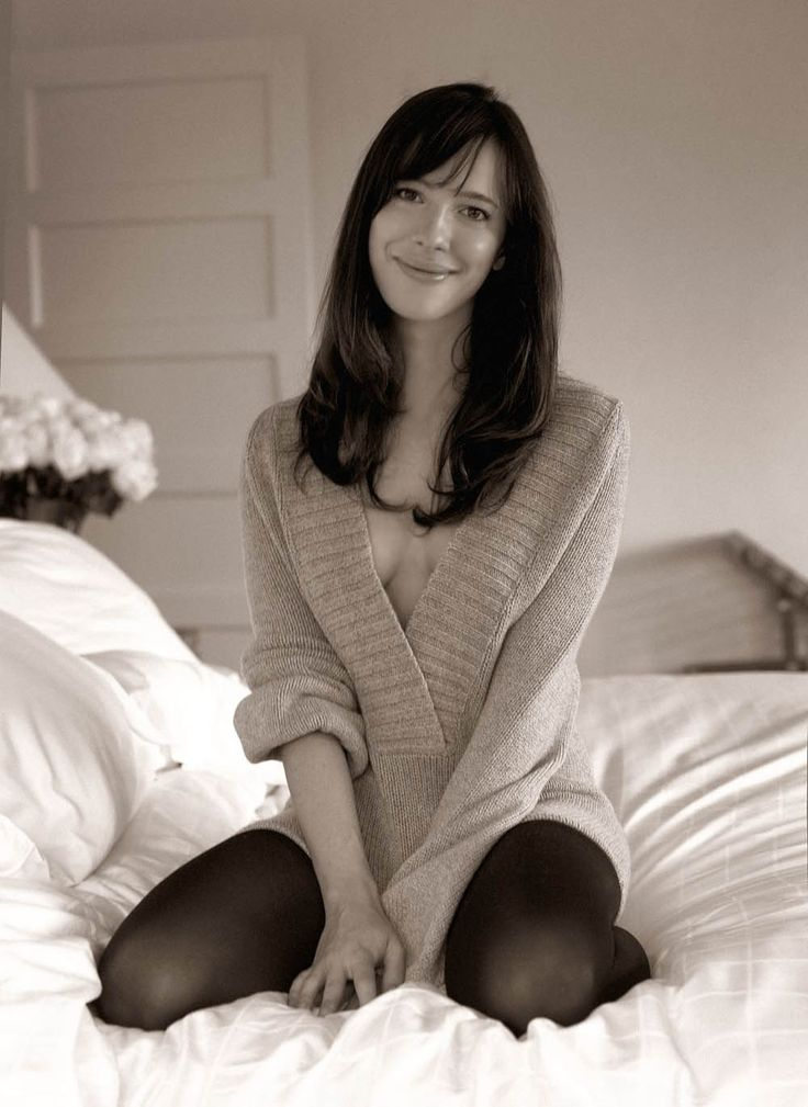 Genevieve Charland-Miller (Rebecca Hall)
