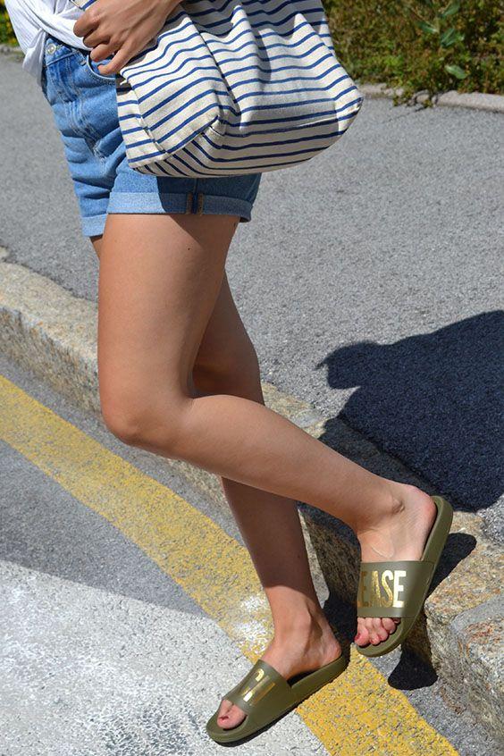 Avec ces nouvelles claquettes The White Brand aux pieds ! L été s annonce  magique ! Confort et t…   ChaussuresOnline Printemps - Eté   Beach 04ab564541e1