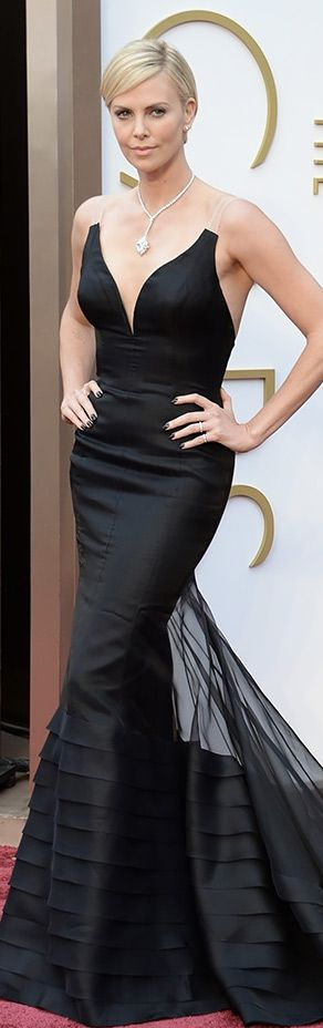 Charlize Theron in Christian Dior Couture this dress is sexy and classy!!!!