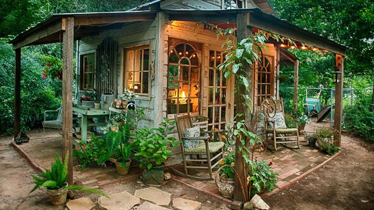 7 tips for creating a rustic garden. #gardenplan #gardenornament #gardenseating