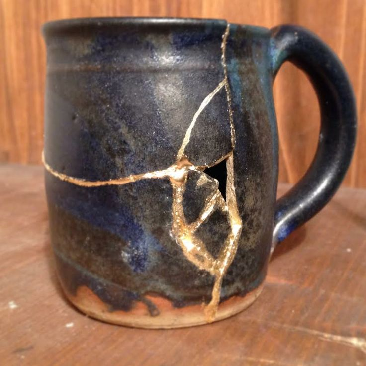 Broken Pottery, just about to be revived with gold and a lot of patience. Golden Phoenix - Pottery rising from the ashes, http://www.golden-phoenix.de/ #Gold #Pottery #kintsugi #kintsukuroi