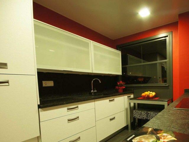 Cocina en blanco y negro. Decoración Alado