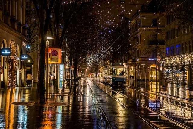 Zurich At Night Shopping Travel In 2020 Zurich Night Pictures Dream City