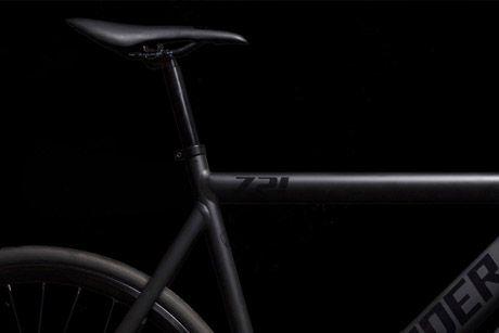 Santa Fixie. Bicicleta de Pista Leader 721 2016 Negro mate https://www.santafixie.com/ofertas/bicicleta-leader-721-2016-negro-mate.html