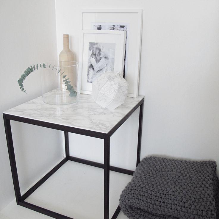 TABLE MAKEOVER – Ikea PS 2012 sidobord + svart färg + självhäftande plast
