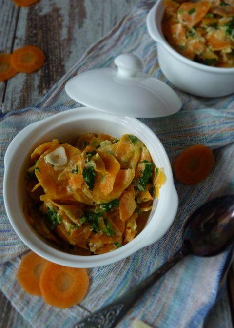 Морковь с петрушкой. Морковь с петрушкой. Рецепт из книги Реймонда Блана Гениальный повар, я его обожаю. И вот один из его рецептов, скорее всего это гарнир, но по моему это и закуска и теплый салат. Совершенно роскошное на вкус и удивительно простое в приготовлении блюдо. Я не знаю как вам объяснить ту метаморфозу вкусов, которая происходит с морковью в этом блюде, черт возьми -это волшебство. Пробуйте... #foodfoto, #зож, #палео, правильное питание, #диета, ем и #худею, #здоровое вкусно.