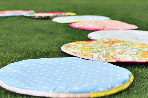 how to make situpons (sit-upons) for girl scouts or any outdoor group gathering with kids on the ground via lilblueboo.com