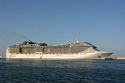 MSC Fantasia. Ιδιοκτησία & Διαχείριση: MSC Cruises. Σε υπηρεσία στις 18/12/2008. 137.936GT ~ 333,33 μ.μ ~ 37,92 μ.πλάτος ~ 18 κατ/τα ~ 21~22,7 knots ~ 3.900 επ. ~ 1.313 α.πλ.