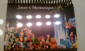 DIY Disney autograph book with links to save the pages.