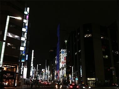 <Town>  銀座。海外から訪れた人に日本の街の感想を聞くと、「すばらしく綺麗で治安もよく、行き交う人が皆親切」。という答えが返ってくる。我々としては当たり前のことが、世界の視点で見るといかに難しいことか、を象徴する言葉だと思います。【LEON編集長 前田陽一郎】 lexus.jp/... ※掲載写真の権利および管理責任は各編集部にあります。LEXUS pinterestに投稿されたコメントはLEXUSの基準により取り下げる場合があります。