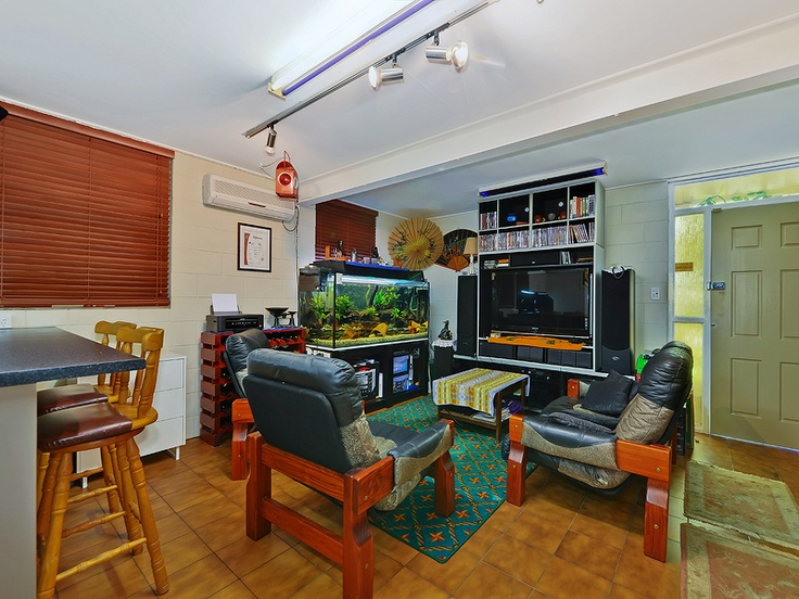 79 Grafton St, Windsor....Downstairs self contained Granny Flat (with Kitchen)