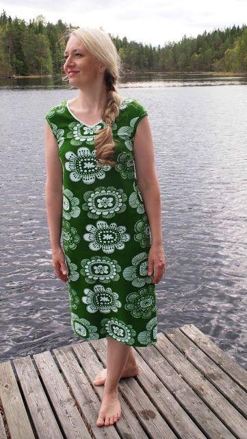 Liljan Lumo: Paratiisin puutarha -kesämekko  Summer dress from Paratiisin puutarha -fabric designed by Leena Renko