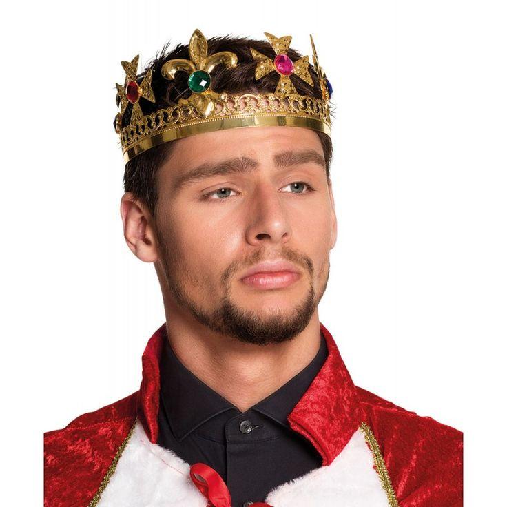 Die Kings Crown Königskrone Deluxe ist ideal um ein edles Königs Kostüm zu vervollständigen. In Gold gehalten und mit diversen bunten Schmucksteinen verziert, ist die königliche Krone ein richtiger Hingucker.Lang lebe der König! Die Besucher einer Mottofete oder einer Karnevalsparty fühlen sich als untertäniges Volk, wenn sie jemanden mit der Kings Crown Königskrone Deluxe auf dem Kopf erblicken. Diese goldfarbene Krone sieht wirklich sehr authentisch aus und trumpft mit Kreuzen sowie bunten…