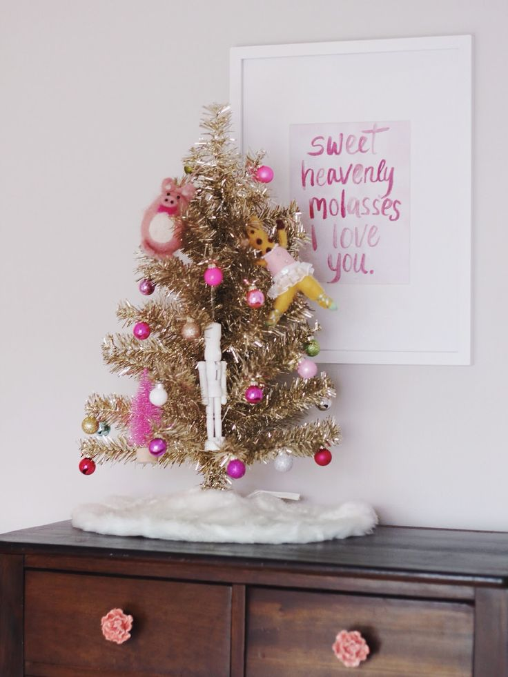 Holiday Cheer in Kids Rooms