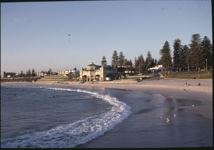 146308PD: Cottesloe Beach and the Indiana Tea House, ca.2000 https://encore.slwa.wa.gov.au/iii/encore/record/C__Rb4243337