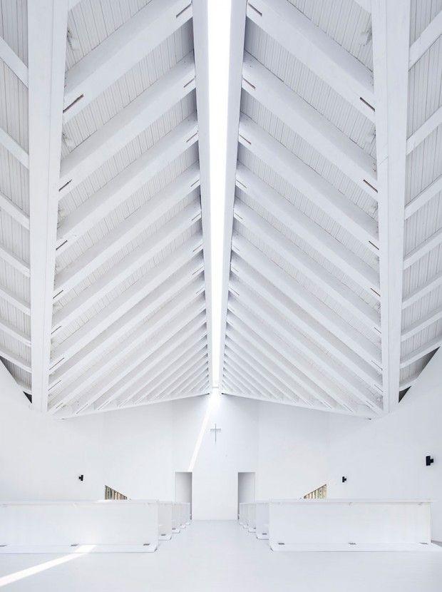 Le studio d'architecture chinois AZL architects vient tout juste de terminer la construction de cette chapelle au dessin minimal et géométrique. Les archit