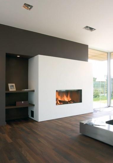 Moderne inbouw houthaard in modern interieur. Door Welke_Redactie