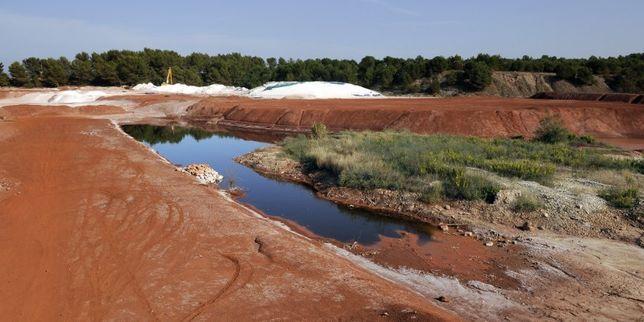 La ministre de l'écologie, Ségolène Royal, a dénoncé cette décision du préfet qui autorise l'industriel Alteo à continuer de déverser des effluents aqueux près de Gardanne.