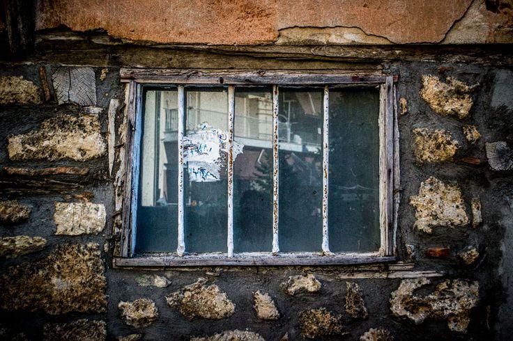 Φυλακισμένος.. Μένοντας στο σκοτάδι... #arive #photo #27_09_13 www.arive.gr/photos.html