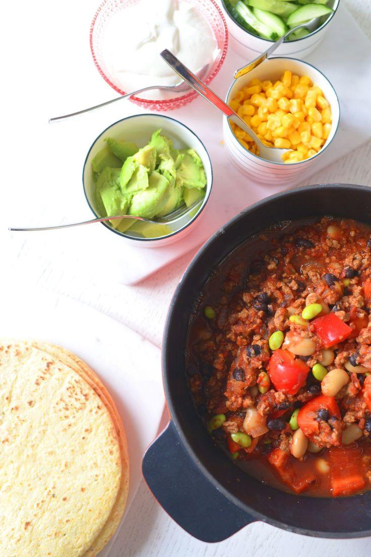 Mera vego – chili con quorn med avokado, gräddfil och tortilla   3 kockar 7 kids