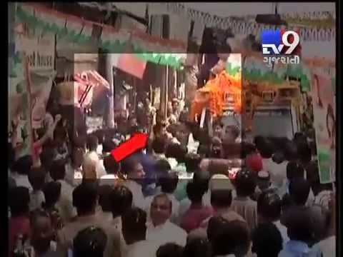 Lucknow: The grand old party witnessed another embarrassment today after a scuffle broke out between Congress supporters and Special Protection Group (SPG) guards today.   Subscribe to Tv9 Gujarati https://www.youtube.com/tv9gujarati Like us on Facebook at https://www.facebook.com/tv9gujarati Follow us on Twitter at https://twitter.com/Tv9Gujarati Follow us on Dailymotion at http://www.dailymotion.com/GujaratTV9 Circle us on Google+ : https://plus.google.com/+tv9gujarat