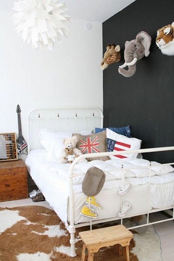 O quarto das crianças também merece uma decoração especial. Que tal começar pelas paredes? Bichos de pelúcia imitando réplicas de taxidermia são ótimas opções. Além de super estilosos, deixam o quarto muuuuuito fofo e o melhor, as crianças adoram! <3  http://carrodemo.la/4a449