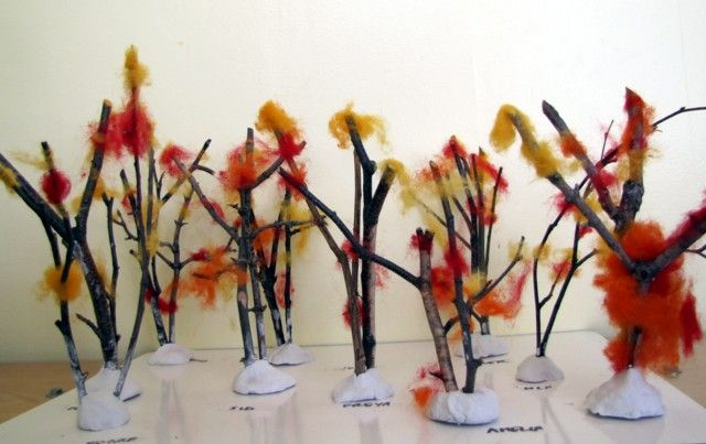 Cute preschool idea! The tutorial is for autumn trees, but this could easily be done for every season.